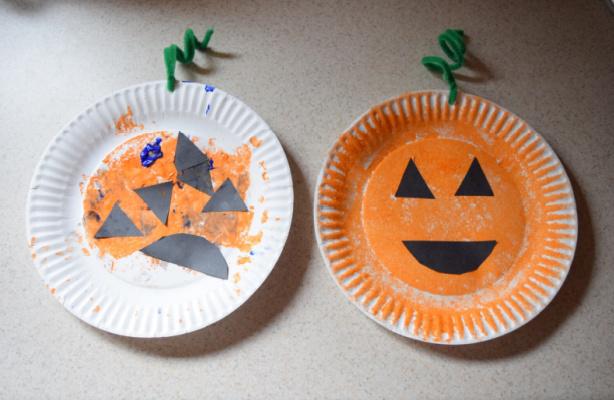 Paper plate pumpkin Halloween craft